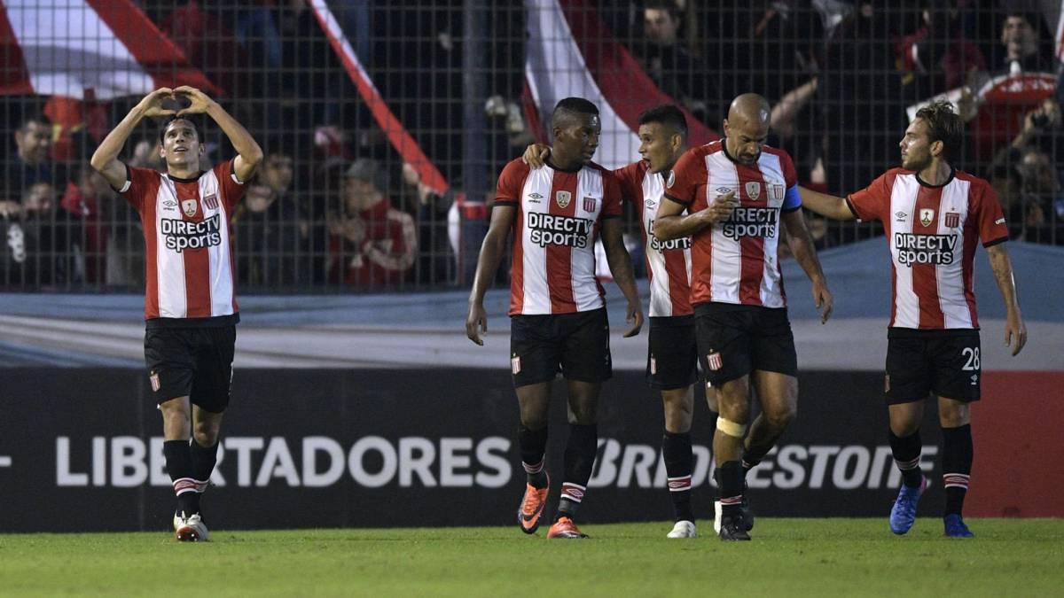 Estudiantes y Botafogo sonríen en la despedida de Verón