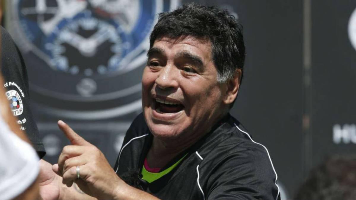 Maradona criticó a Sampaoli, a Tapia ya Barros Schelotto