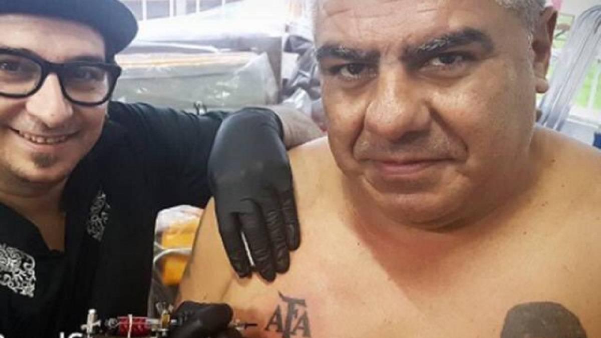 Chiqui Tapia se tatuó el escudo de la AFA