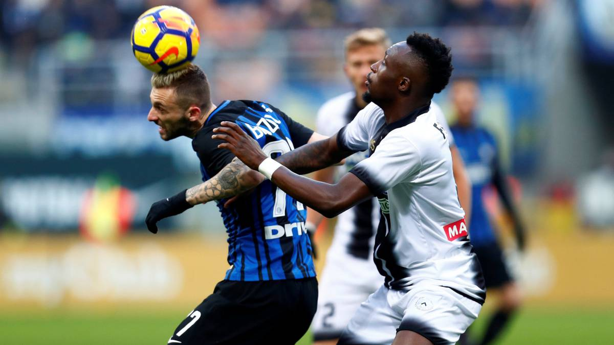 Inter Milan lose unbeaten record with shock Udinese defeat - AS.com b5106734877f9