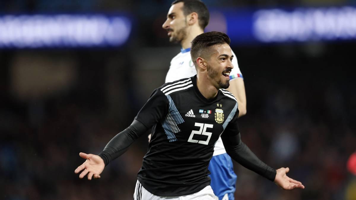 Argentina se inspiró al final y, sin Messi, venció a Italia