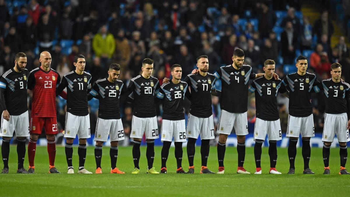 Argentina sin Messi vence 2-0 a Italia