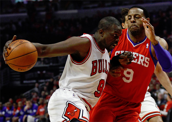 Rose volvió a lesionarse y los Bulls ganan con facilidad