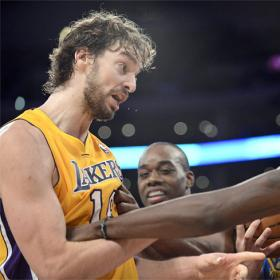 Los Lakers reaccionan tras el despido de Mike Brown