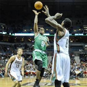 Pierce y Garnett lideran la victoria de los Boston Celtics