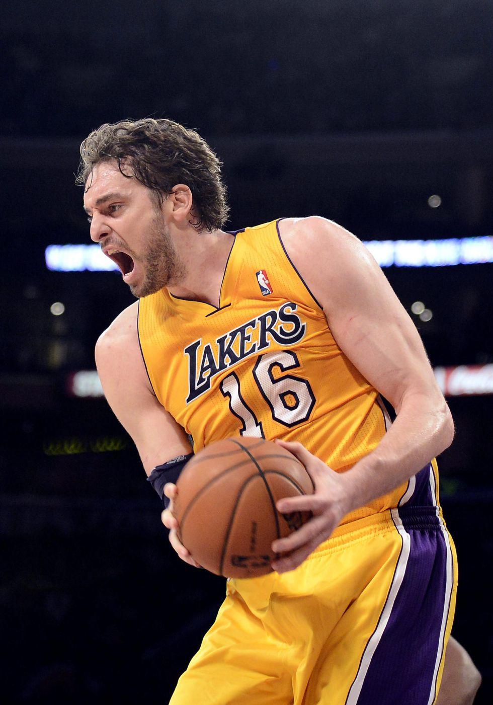 Pau Gasol regresa y los Lakers firman una victoria apurada