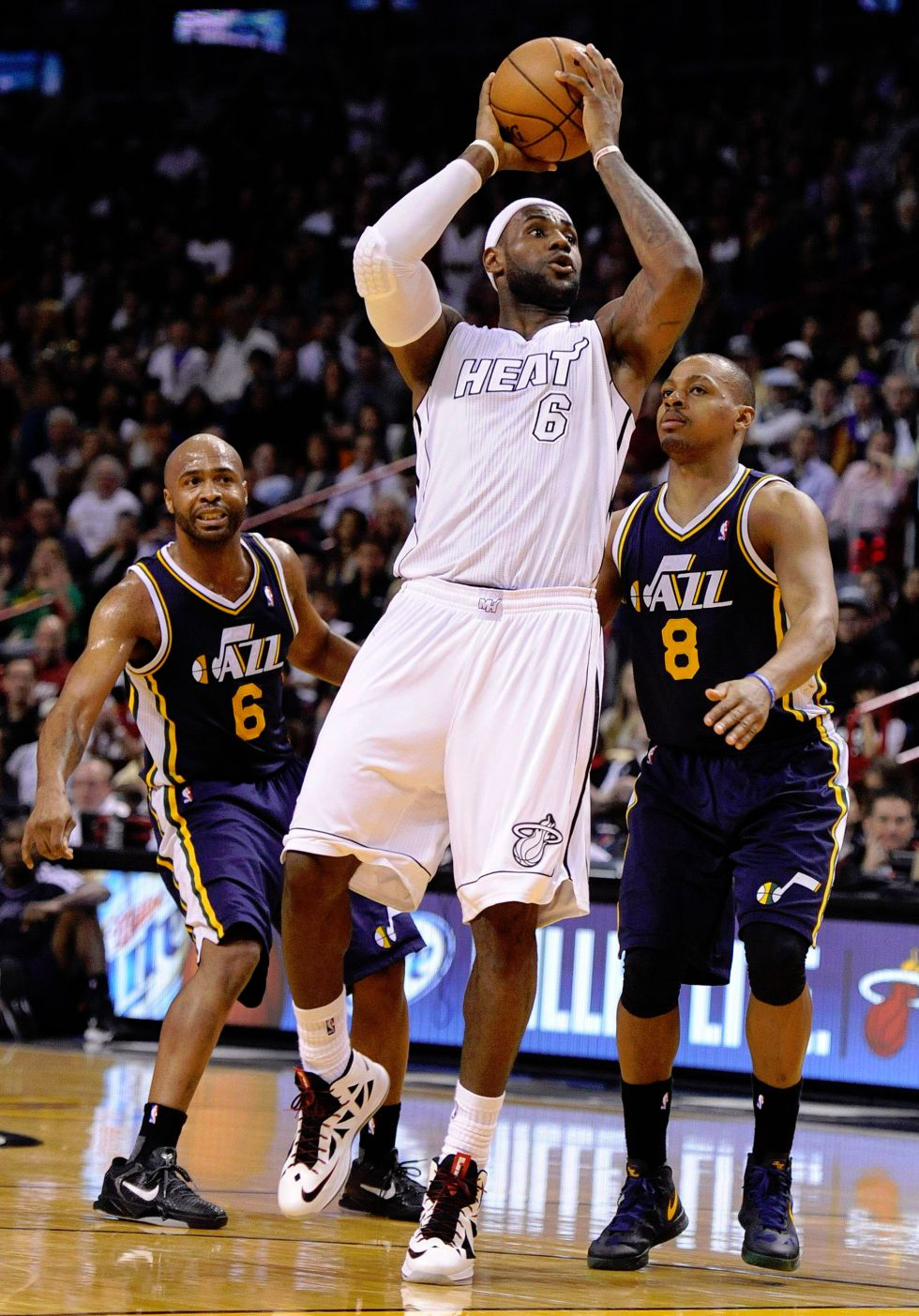 LeBron James logra igualar una marca histórica en la NBA