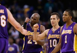 Bryant y Nash salvan a los Lakers; Gasol aporta 9 puntos