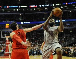 James Harden, Lin y Asik asaltaron el United Center