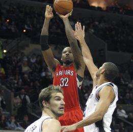 Duncan y compañía cortan la racha triunfal de los Raptors