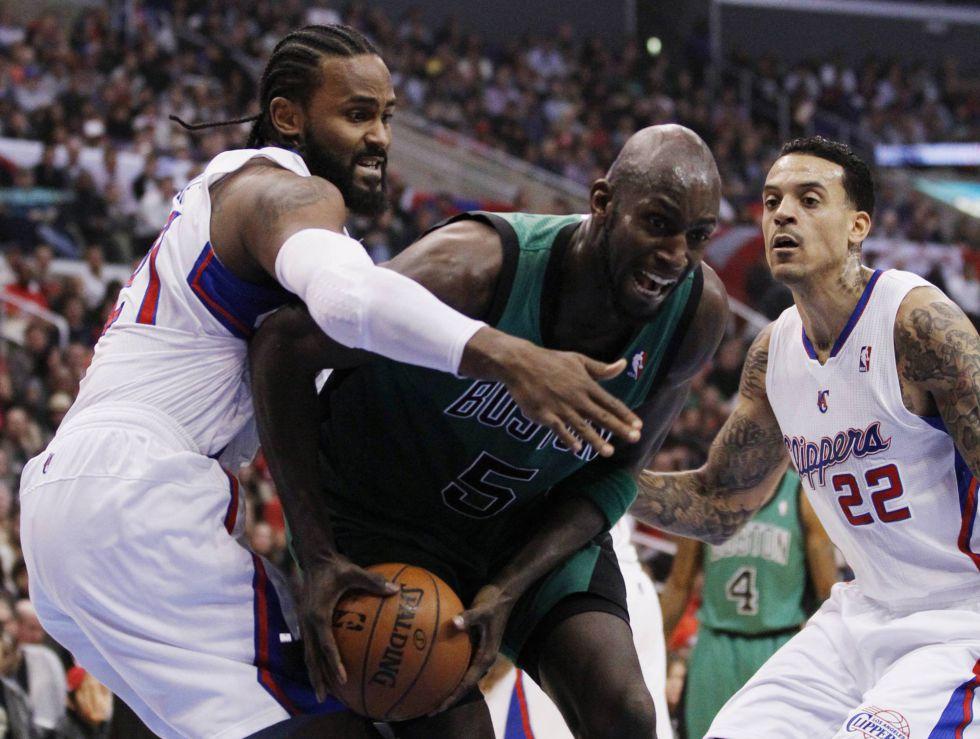 Barnes logra la decimoquinta victoria seguida de los Clippers