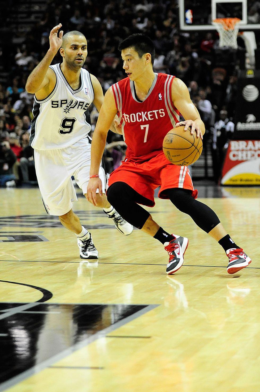 Parker decide el duelo tejano y da triunfo a los Spurs