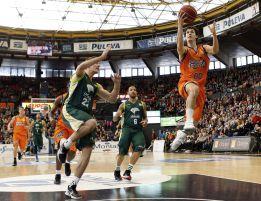 El Valencia Basket arrolla al Unicaja y asegura estar en Copa