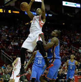 Westbrook y Durant se exhiben ante su excompañero Harden