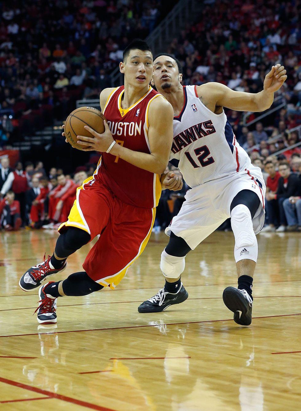 Harden y Delfino reivindicaron a los Rockets ante los Hawks
