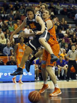 El Valencia doblega al Bilbao en la prrroga a base de tiros libres