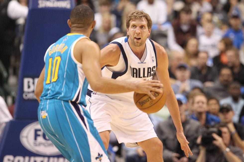 Ganan los Spurs y los Nuggets; Nowitzki regresa con derrota