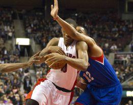 Johnson y Calderón impusieron su juego ante los Sixers