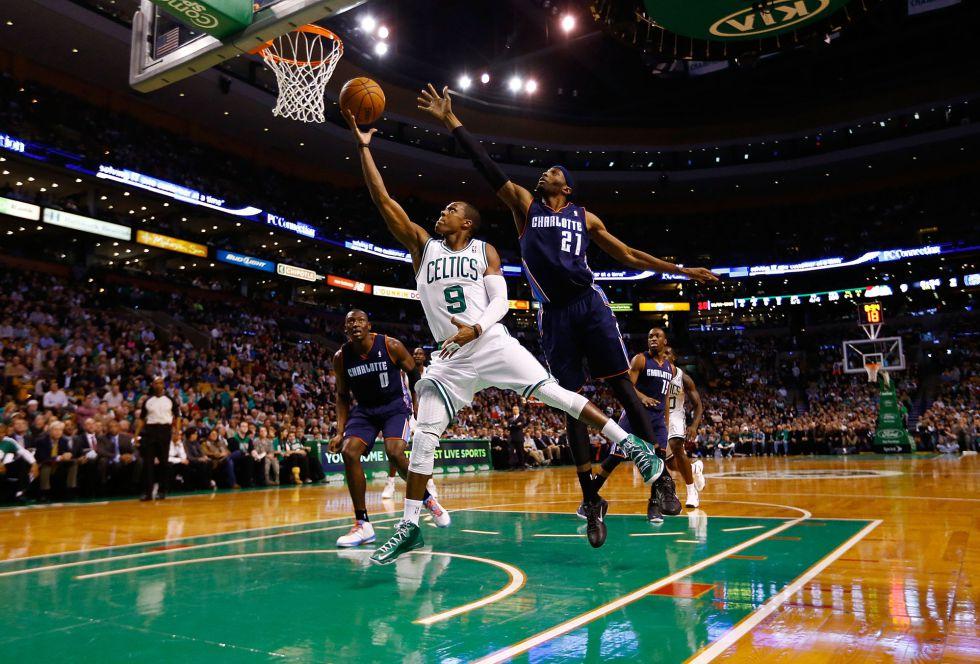 Rondo sumó un triple-doble; los Celtics el sexto triunfo seguido