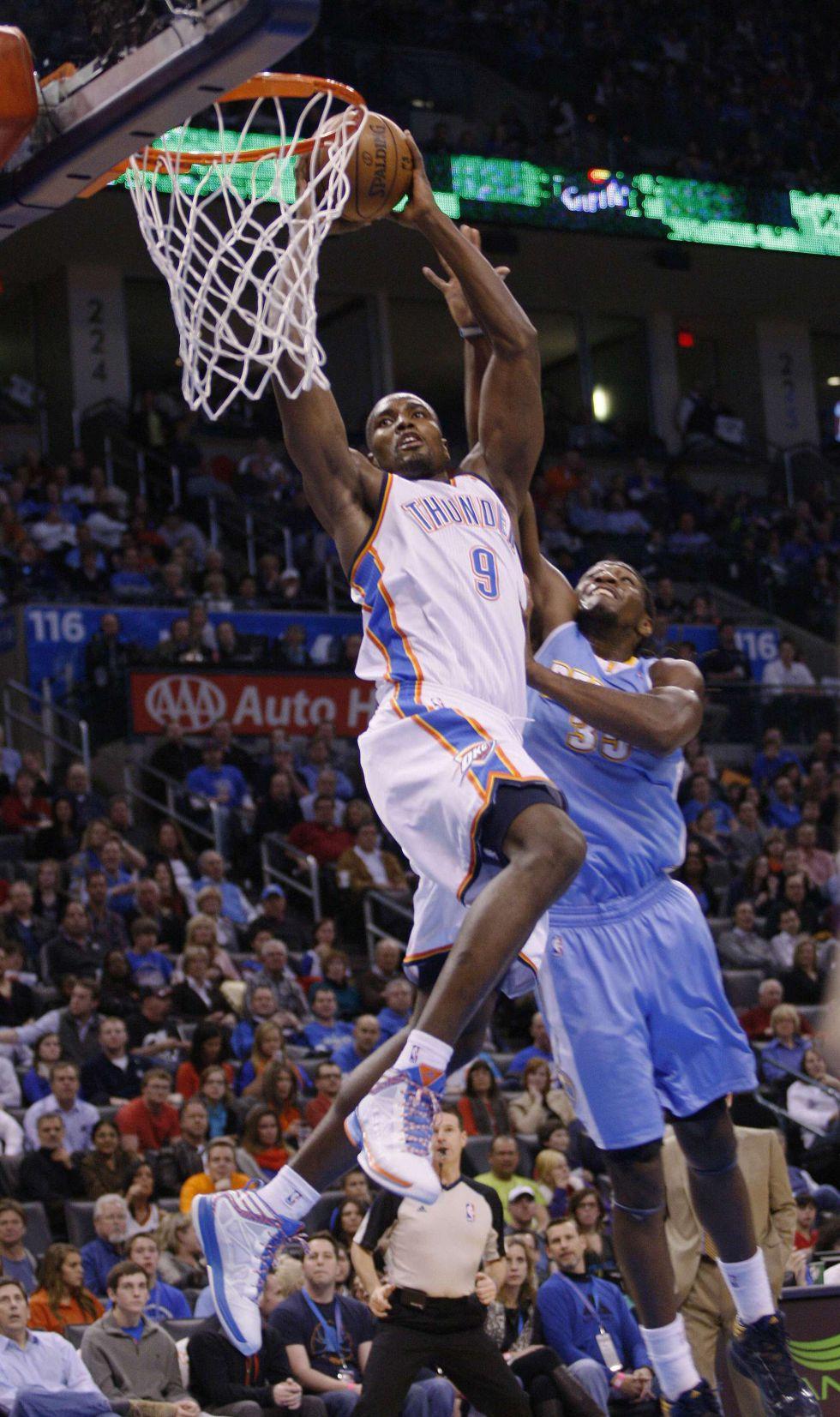 Westbrooks dio una exhibición encestadora ante los Nuggets