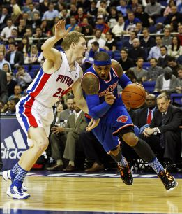 Anthony guía a los Knicks en Londres para superar a Detroit