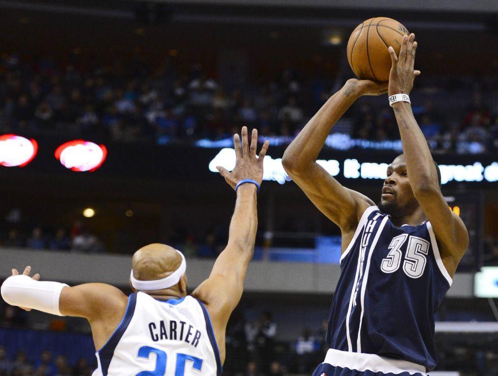 Kevin Durant, con 52 puntos, lleva al triunfo a los Thunder