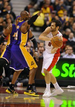 Calderón dirige a los Raptors ante unos Lakers deshauciados