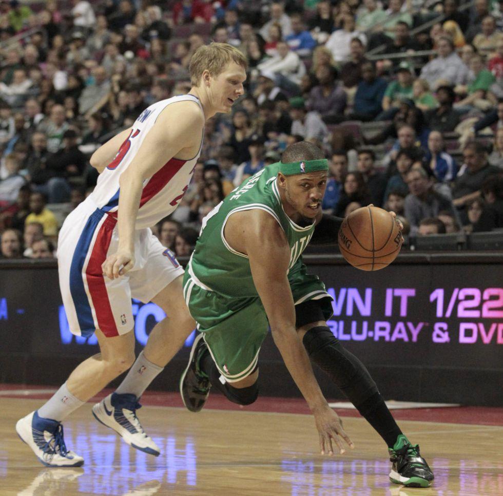 El novato Drummond lidera el triunfo de Pistons ante Celtics