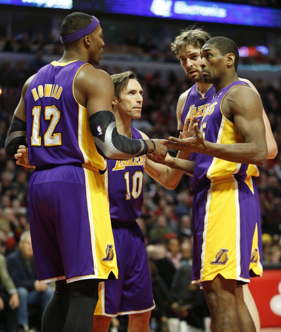 Hinrich y Belinelli sentenciaron a los Lakers; Gasol fue reserva