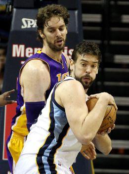 Los Grizzlies acentúan la crisis de los Lakers; lesión de Howard
