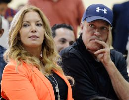 Jim Buss, gran obstculo para su &#039;cuadsimo&#039; Phil Jackson