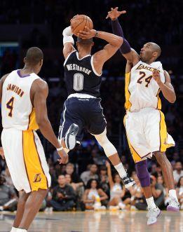 Los Lakers están de vuelta con un Bryant muy desprendido