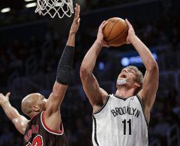 Brook López impuso su poder ante la ausencia de Noah