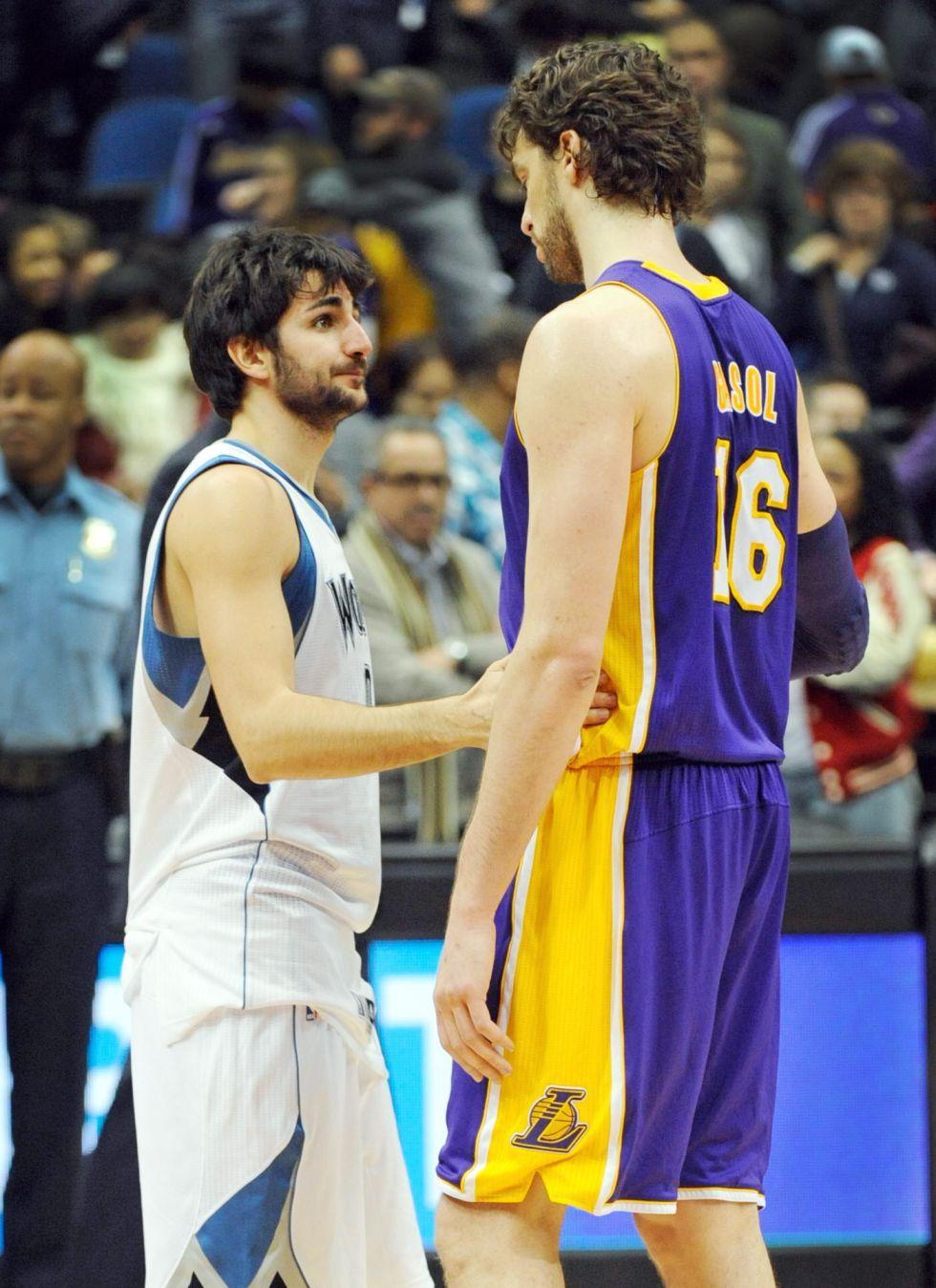 Con Pau Gasol de titular los Lakers vuelven a ganar