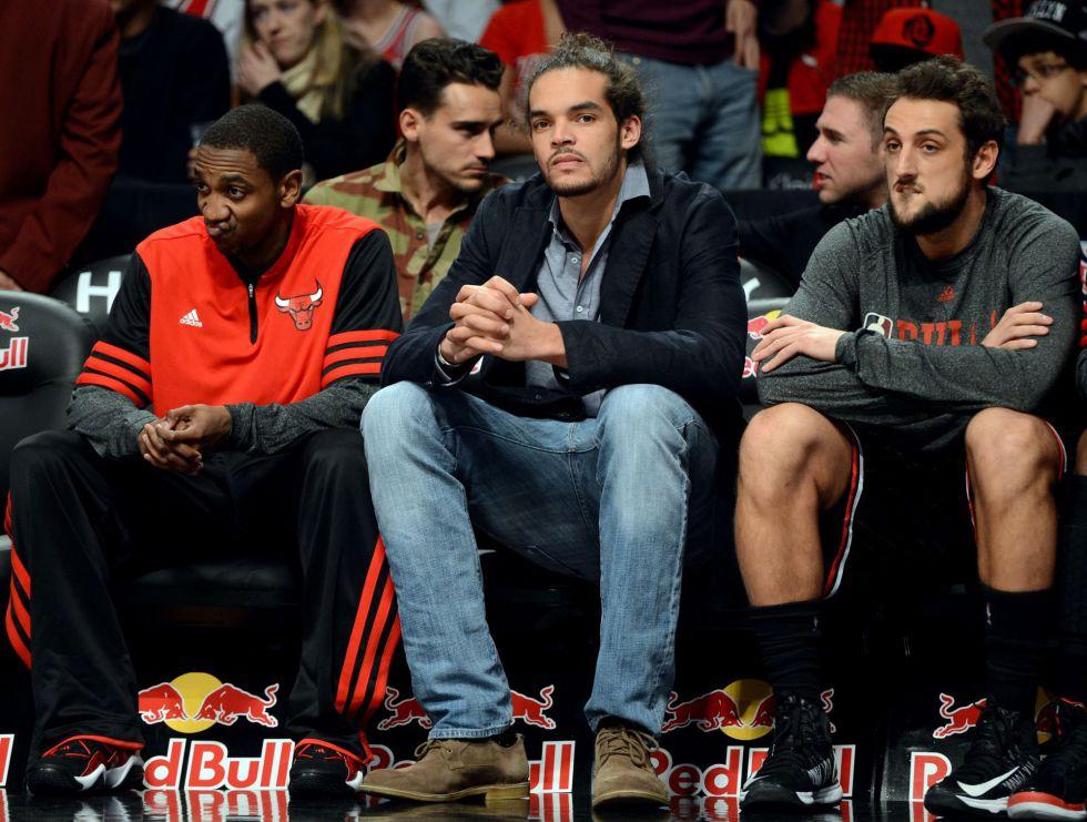 La NBA obligó a Noah a ponerse chaqueta para ver a los Bulls