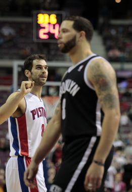 Brook López amarga el debut de Calderón en Detroit