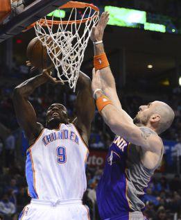 Durant encabezó el ataque de los Thunder; Ibaka nueve puntos