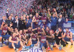 El Barcelona abruma al Valencia e iguala los títulos del Madrid