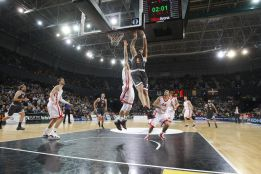 El Bilbao domina al Nymburk y pone pie y medio en cuartos