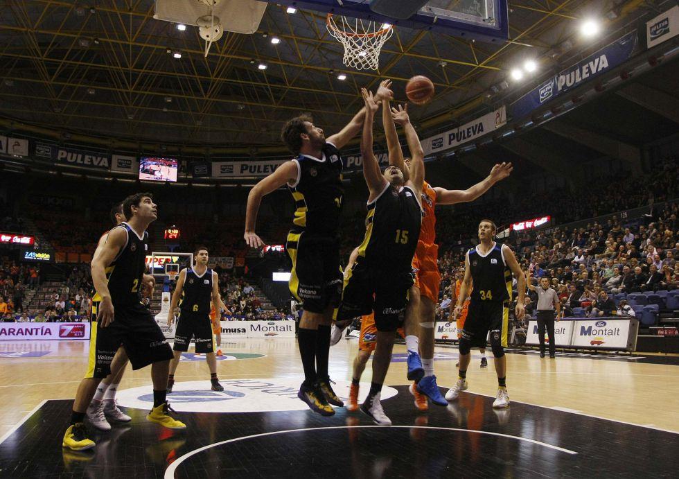 El Valencia arrolla al Canarias y rompe racha de cuatro derrotas