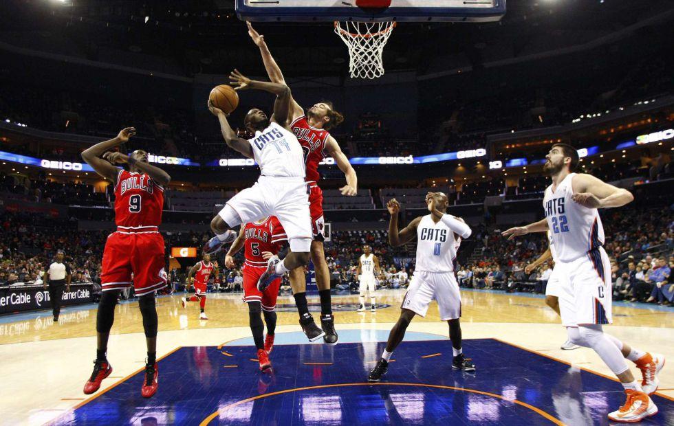 Gibson lidera el ataque de los Bulls, que siguen segundos
