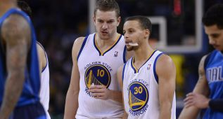 Curry sella la victoria de los Warriors ante los Mavericks