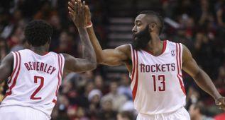 Harden y Howard encabezan la cómoda victoria de los Rockets