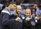 Los Spurs reciben el anillo y Parker decide ante Dallas
