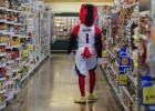 ¿Qué hace la mascota de los Hawks en un supermercado?