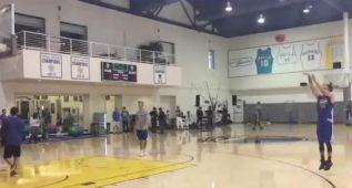 Curry: ¡77! triples seguidos en un entrenamiento, 94 de 100