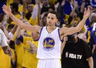 Un espléndido Stephen Curry da la victoria a los Warriors
