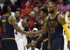 LeBron y un brillante J.R. Smith, demasiado para los Hawks