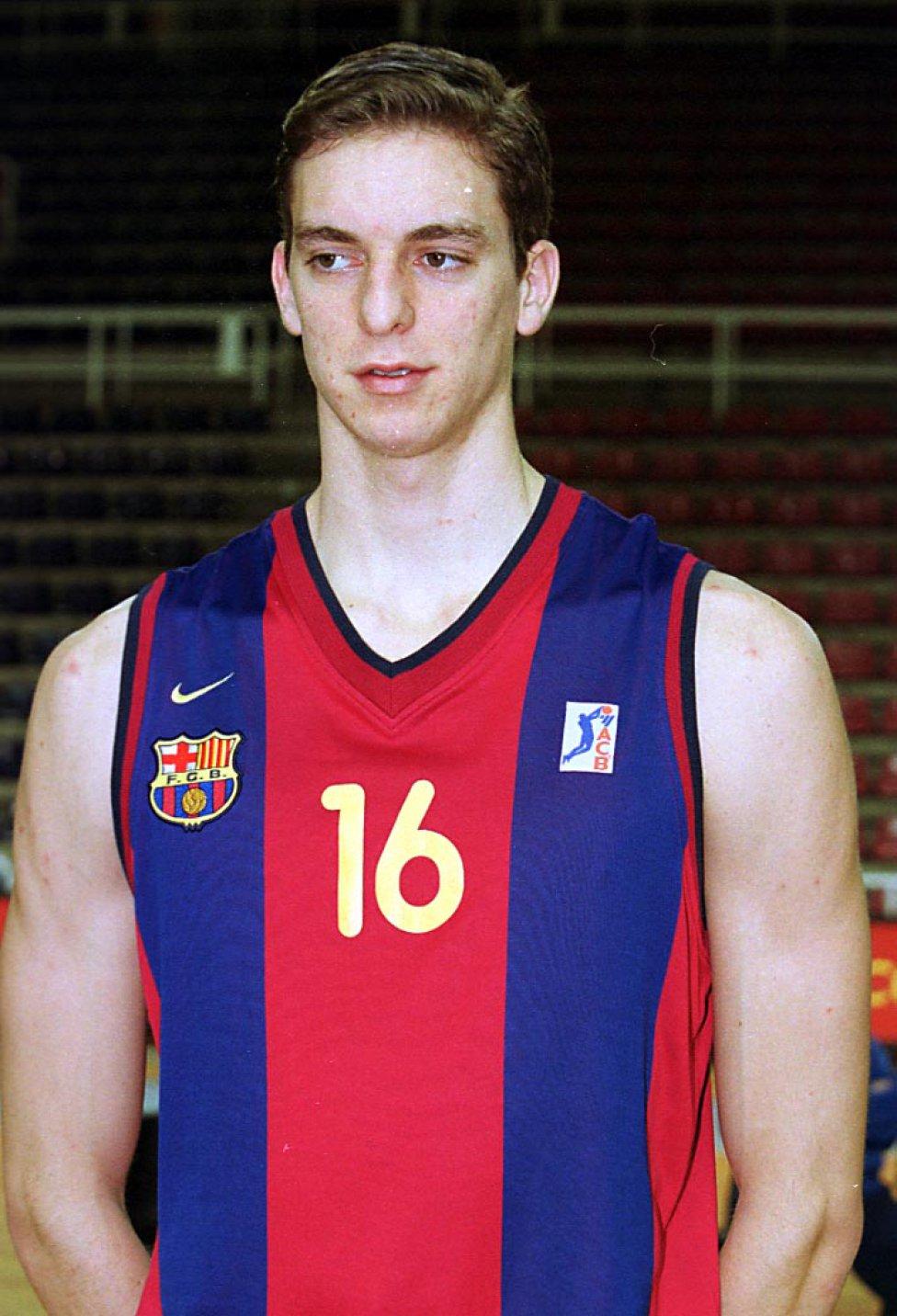 Triunfó desde sus inicios en el Barcelona, donde conquistó el Campeonato de España Junior, la Copa del Rey, varios títulos ACB...