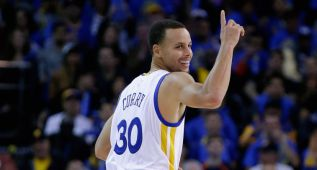 Stephen Curry destrona a LeBron en la venta de camisetas